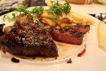 牛肉のタンパク質含有量は?【100gの牛肉、300gの牛肉、あと部位別でも解説!】
