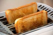 賞味期限切れの食パンを食べると危険?【食パンの賞味期限の注意点】
