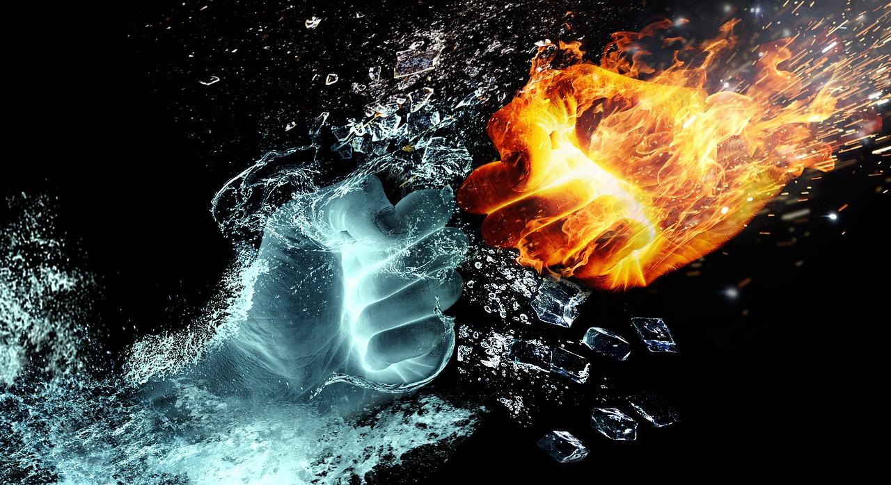 炎と水のこぶしのぶつかり合い