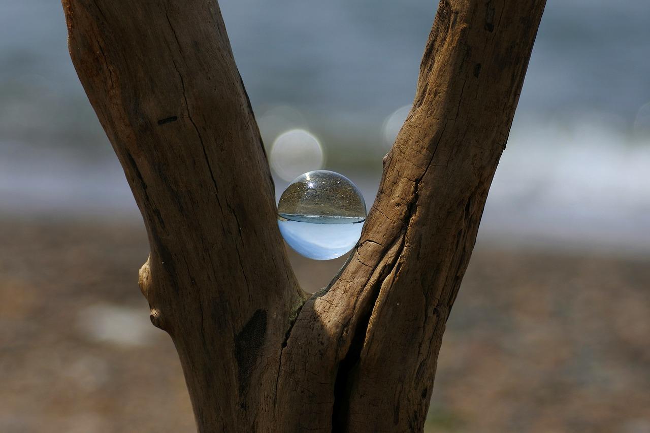 浜辺と白い玉