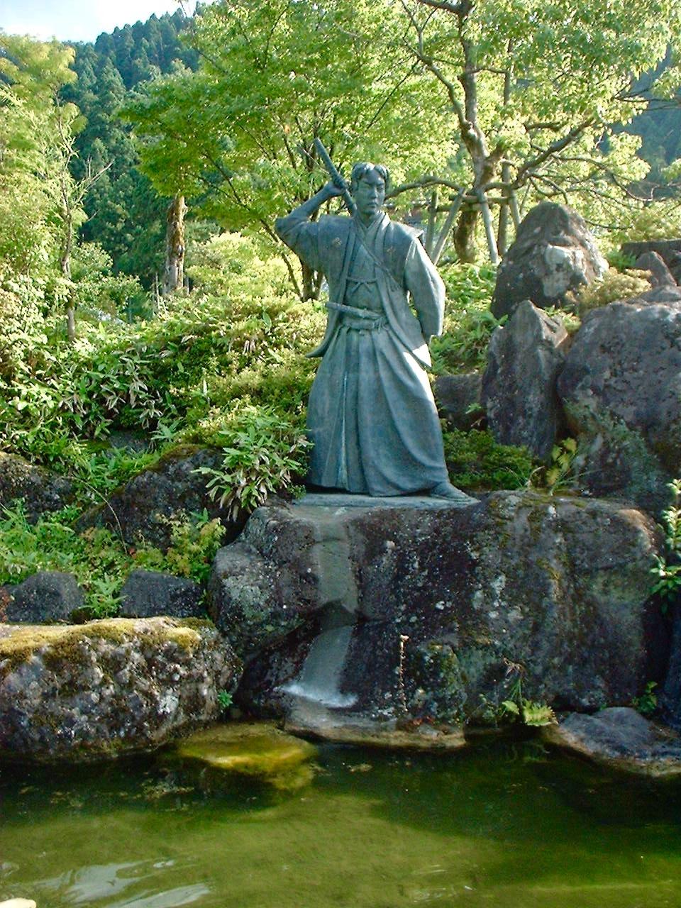 佐々木小次郎の像