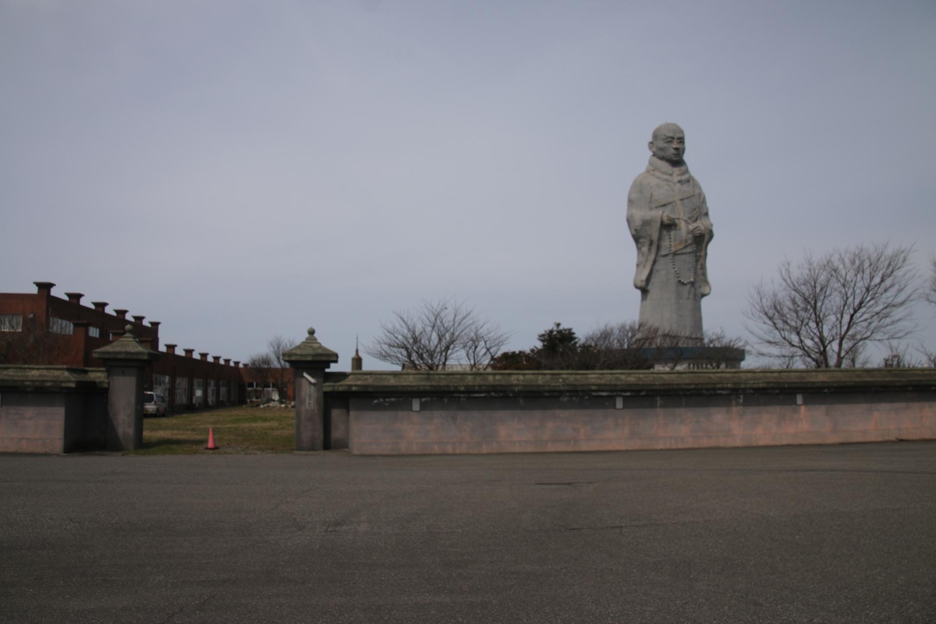 親鸞聖人の像