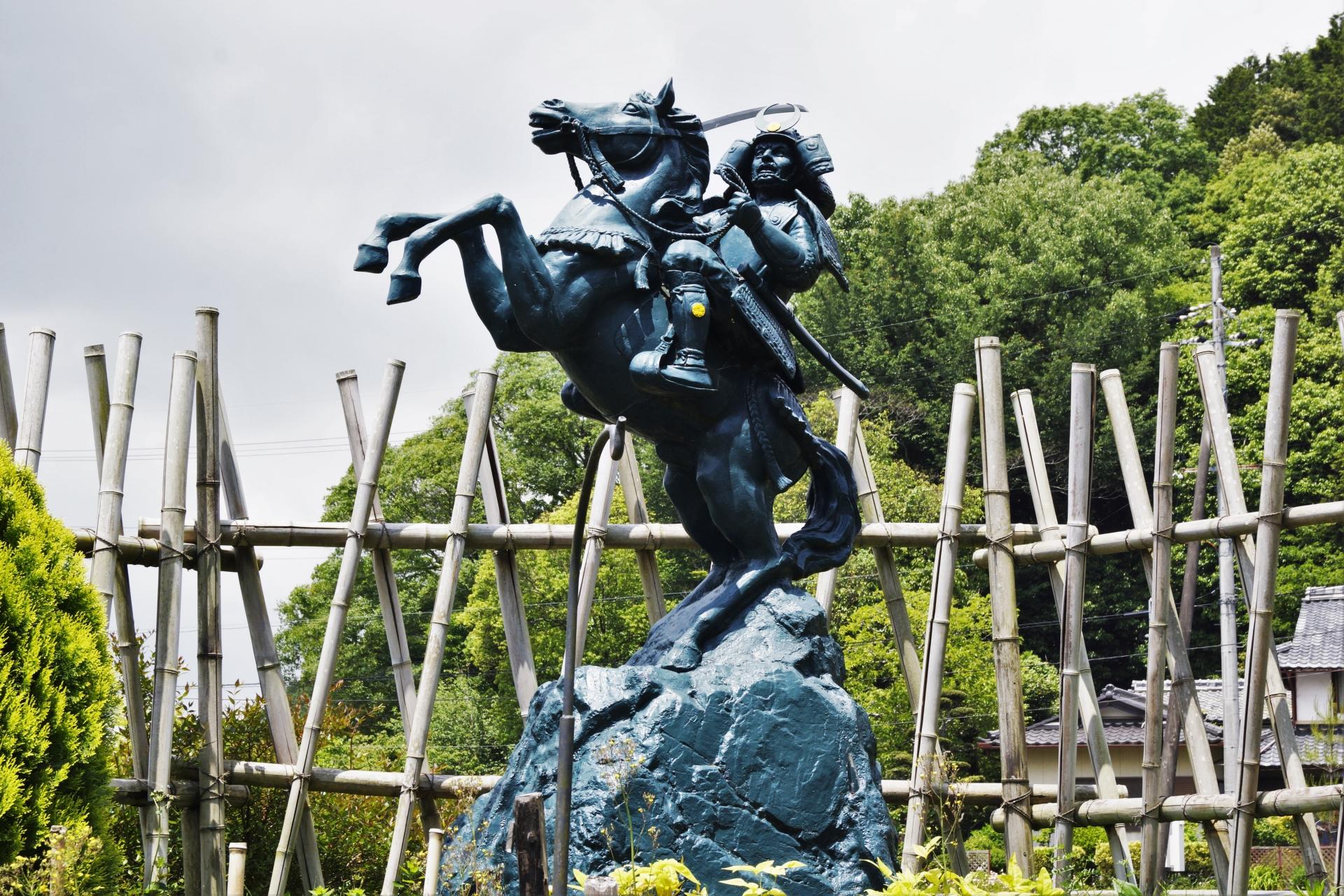 亀岡市にある明智光秀の銅像