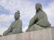 浅井長政とお市の像