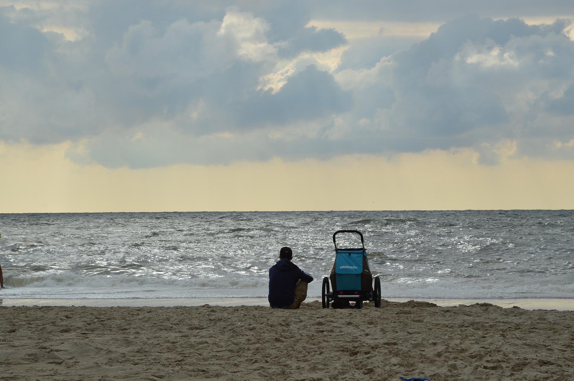 海で待つ人