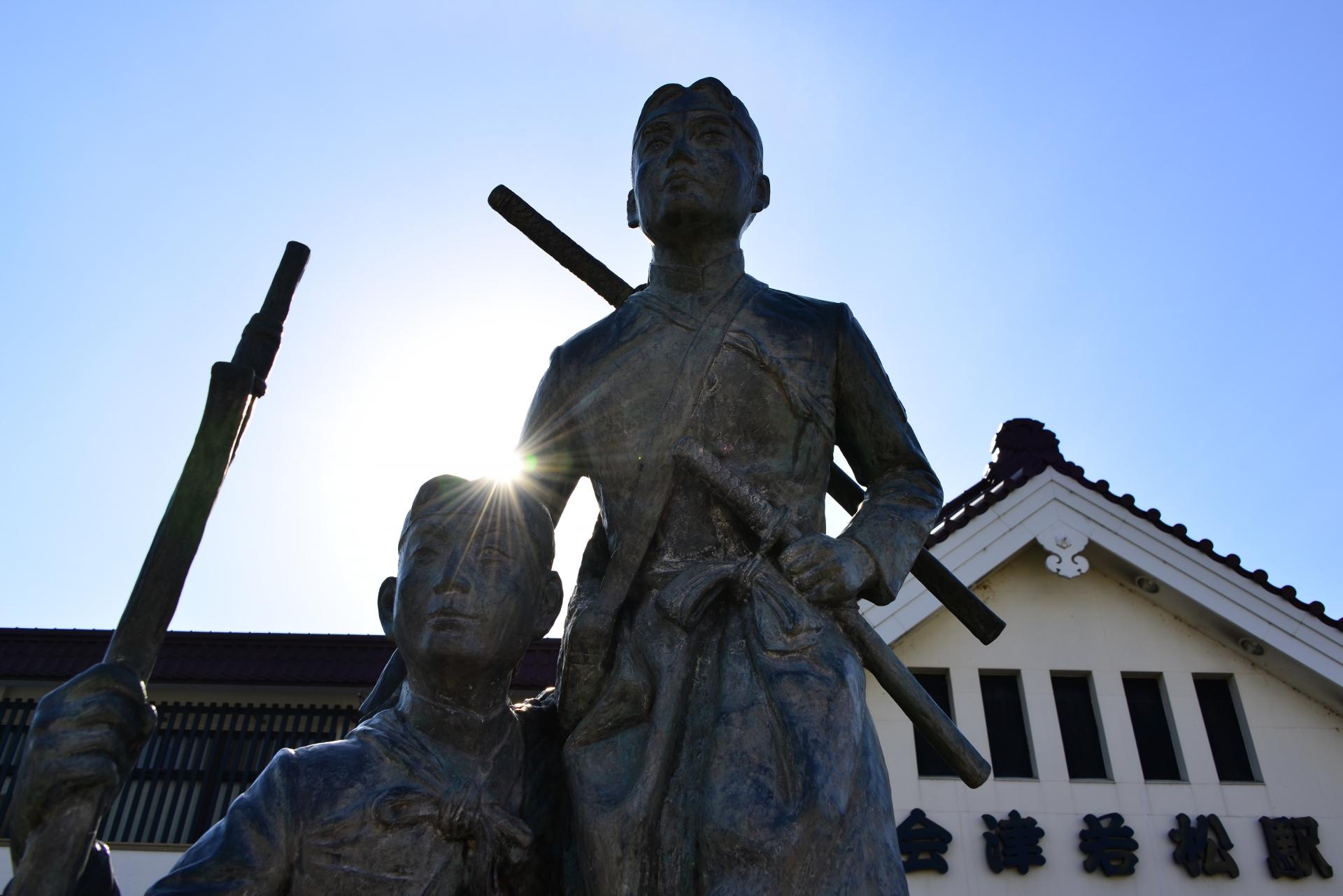 会津若松駅にある白虎隊銅像