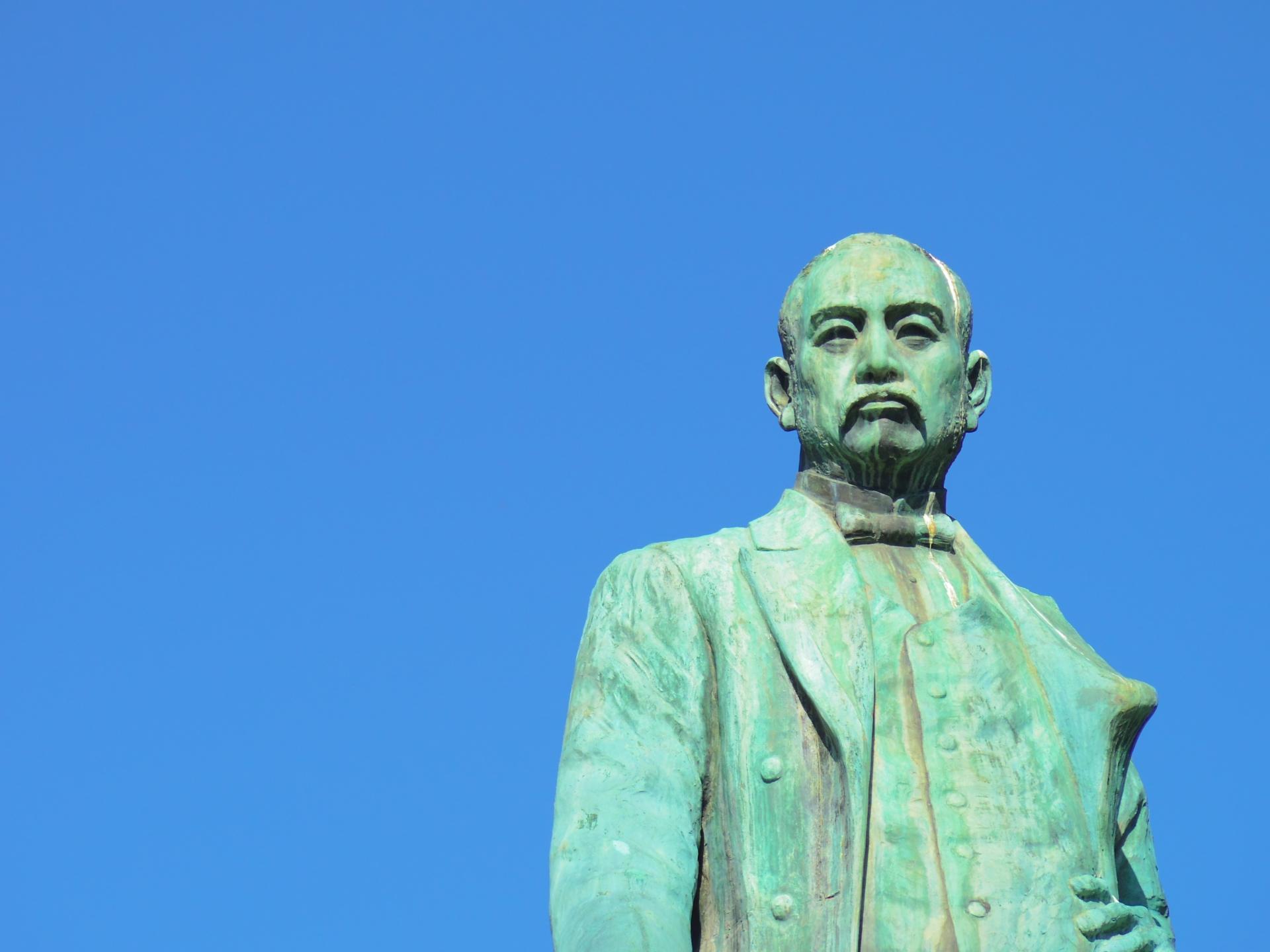 黒田清隆の像