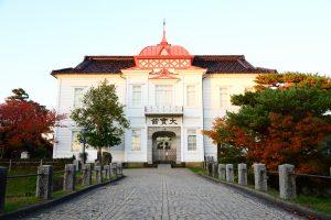 大正天皇の即位を記念して大正4年に建てられた大宝館