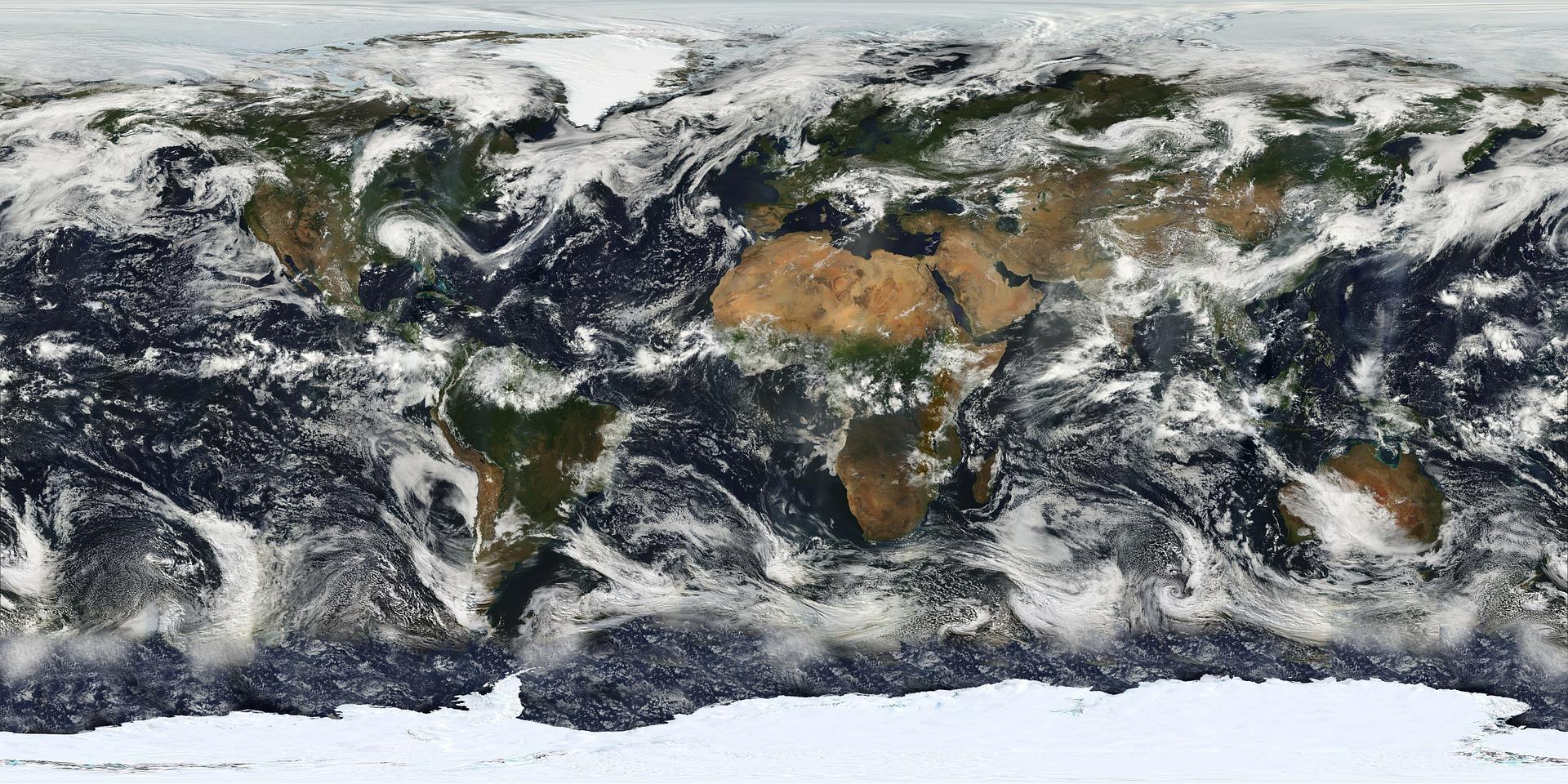 雲と世界地図