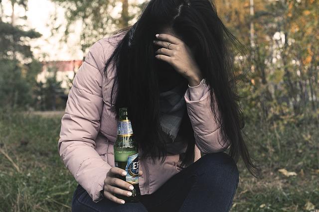 泥酔している女性