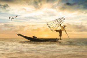 海へ逃げる人