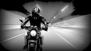 暴走するバイク